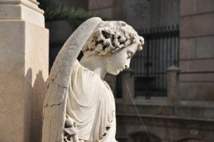 cmentarny posąg anioła